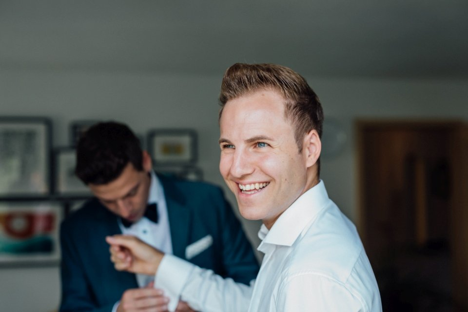 Sommerhochzeit-Hochzeitsreportage-025-getting-ready-bräutigam