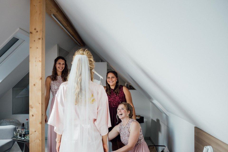 Sommerhochzeit-Hochzeitsreportage-026-getting-ready-braut