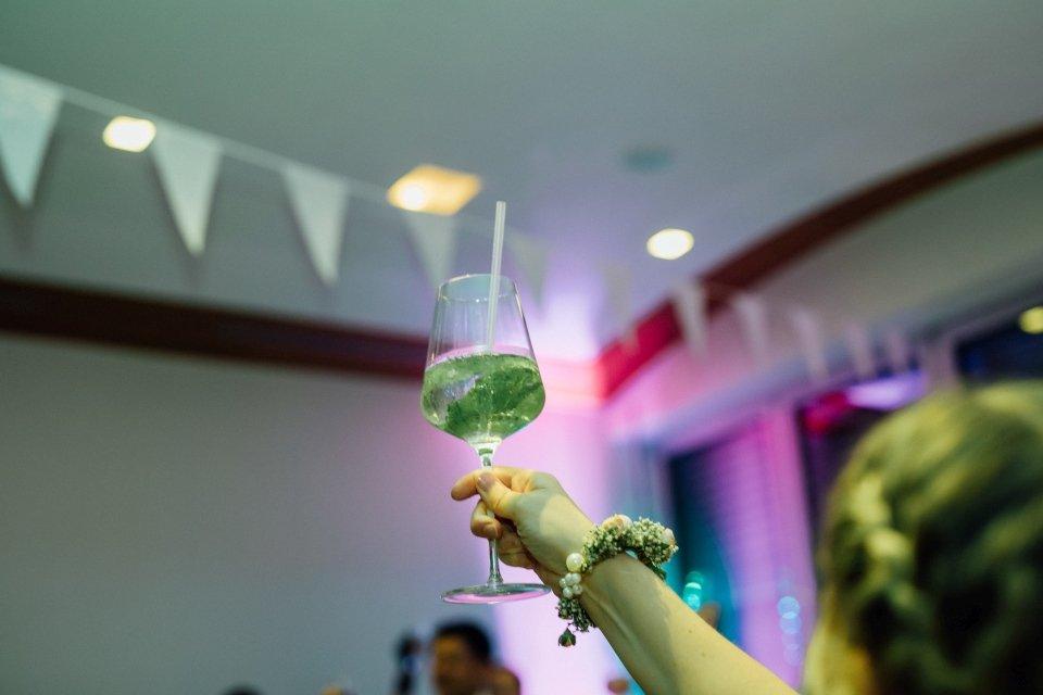Sommerhochzeit-Hochzeitsreportage-028-feier-cocktail-party