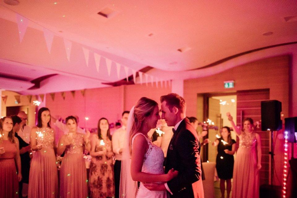 Sommerhochzeit-Hochzeitsreportage-030-Brautpaar-Hochzeitstanz