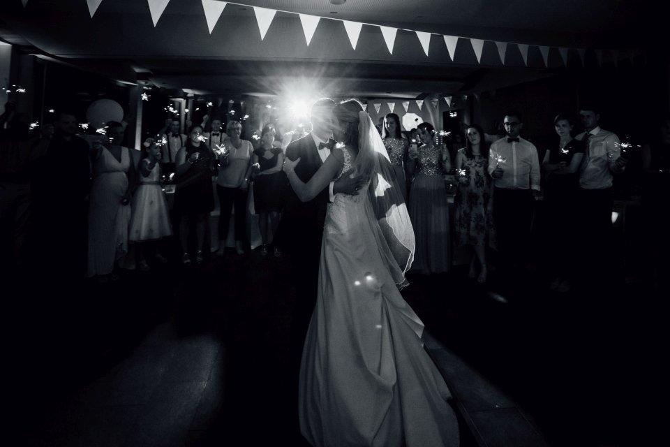 Sommerhochzeit-Hochzeitsreportage-031-Brautpaar-Hochzeitstanz